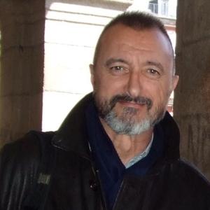 Arturo_Pérez-Reverte_(cropped)_2